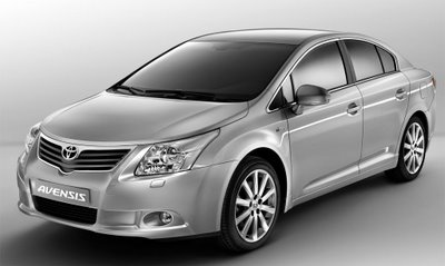 t-avensis-saloon-1