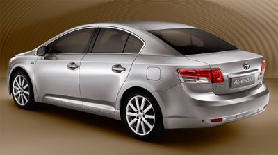 t-avensis-saloon-3